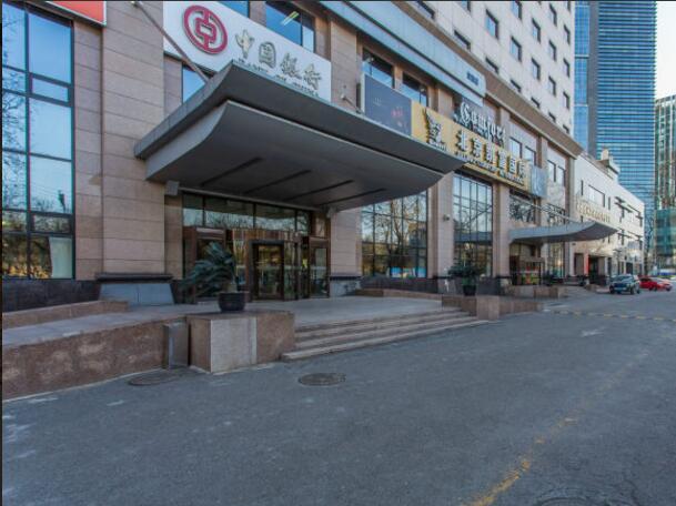 凯富大厦位于北京市朝阳区工体北路6号,长虹桥向西200米路南。临近盈科中心、中宇大厦等。(更多长虹桥写字楼) 写字楼类型: 标准写字楼 写字楼等级: 甲级 所在区域: 朝阳 CBD 凯富大厦为功能型酒店式商务写字楼,大厦占地面积1.03公顷,总建筑面积4万平方米,建筑高度62米。凯富大厦采用全新的设计和施工理念,为客户提供办公、酒店、金融、餐饮、娱乐、温泉洗浴、康乐健身、媒体会议等全方位功能和服务。 凯富大厦坐落的朝阳区工体北路,为连接东三环主路和东二环主路交通主动脉,属北京东三环商务区。地区朝夕灯火,商