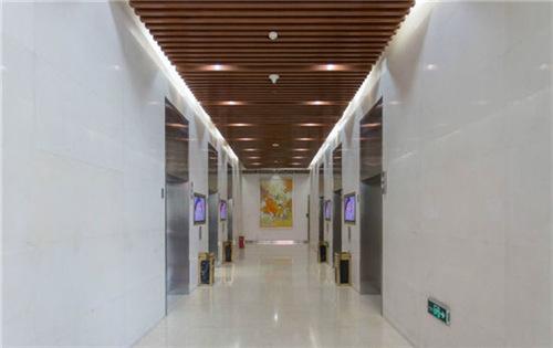 主语国际中心电梯