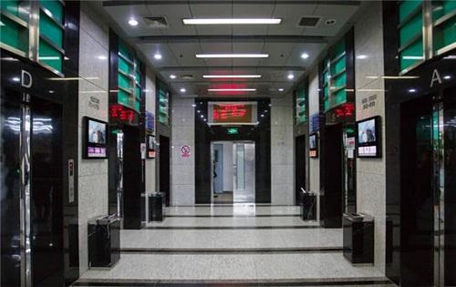 学院国际大厦电梯口